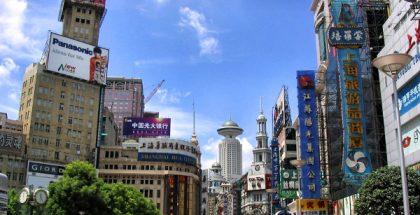 Shanghai, Nanjing Road (Photo by Agnieszka Bojczuk) (GNU & CC3.0)