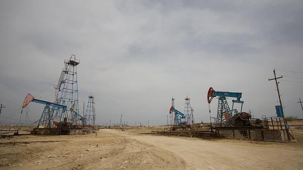 Azerbaijan Oilfields (Photo by Nick Taylor) (CC BY) (Resized/Cropped)