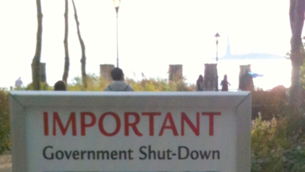 Shut-Down Notice at the Statue of Liberty in October 2013 (Photo by z22) (CC BY) (Resized/Cropped)