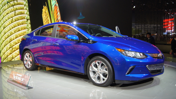2016 Chevrolet Volt  (Photo by William Oliver) (CC BY) (Resized/Cropped)