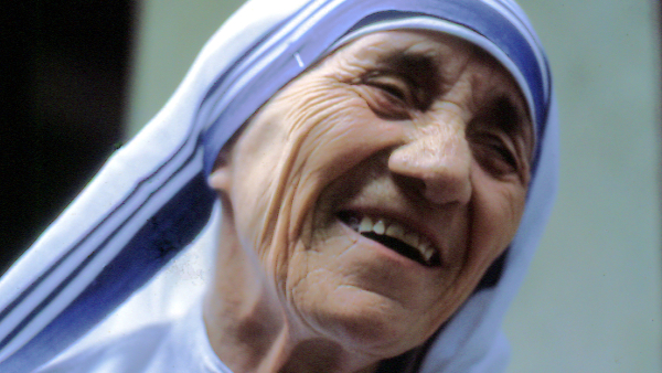 Mother Teresa in 1985 (Photo by Manfredo Ferrari) (CC BY) (Resized/Cropped)