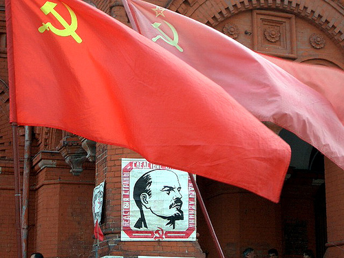 USSR flag communism Lenin Soviet Union (Photo by rizobreaker) (CC BY)
