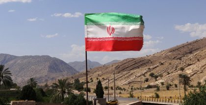 Iranian flag over an archaeological site in Bishapur, southwest Iran (Photo by Adam Jones) (CC BY-SA) (Resized/Cropped)