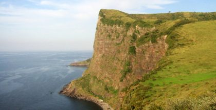 Matengai cliff of Kuniga Coast, Shimane, Japan (Photo by Snap55) (CC BY) (Resized/Cropped)