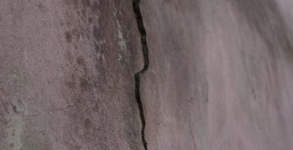 crack in wall PUBLIC DOMAIN