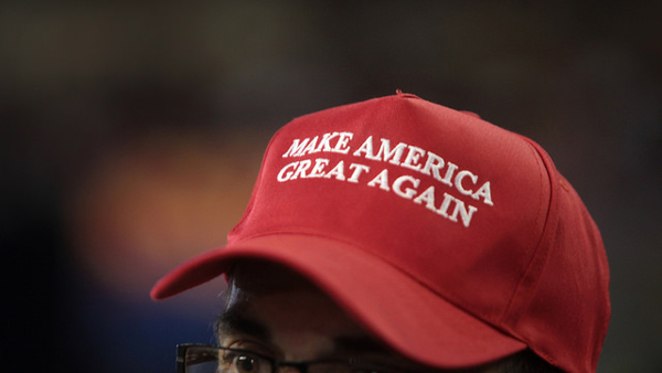 Make America Great Again hat (Photo by Gage Skidmore) (CC BY-SA) (ResizedCropped)