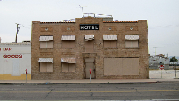Pheonix hotel (Photo by Kevin Dooley) (CC BY) (Resized/Cropped)